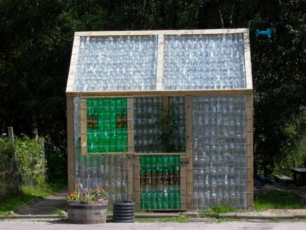 Mini-Gewaechshaus-selber-bauen-Plastikflaschen-bunt-Selfio