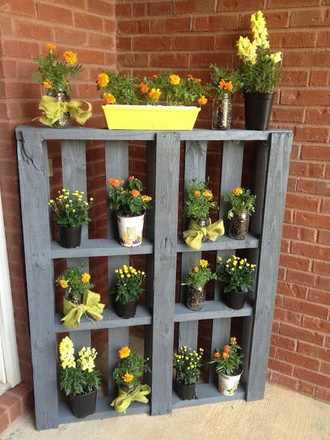 DIY-Gartendeko-Blumenregal-aus-Palette-Selfio