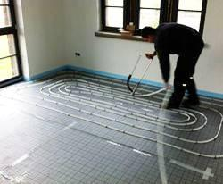 Verlegung Selfio Fußbodenheizung Tackersystem Rohre festtackern