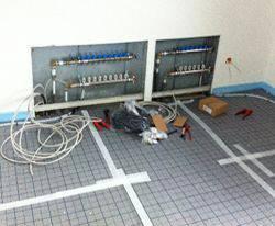 Heizkreisverteiler bereits installiert für Selfio Fußbodenheizung Tackersystem