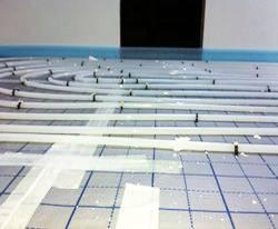 Verlegung Selfio Fußbodenheizung Tackersystem fertig verlegte Rohre