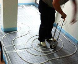 Verlegung Selfio Fußbodenheizung Tackersystem Rohre tackern