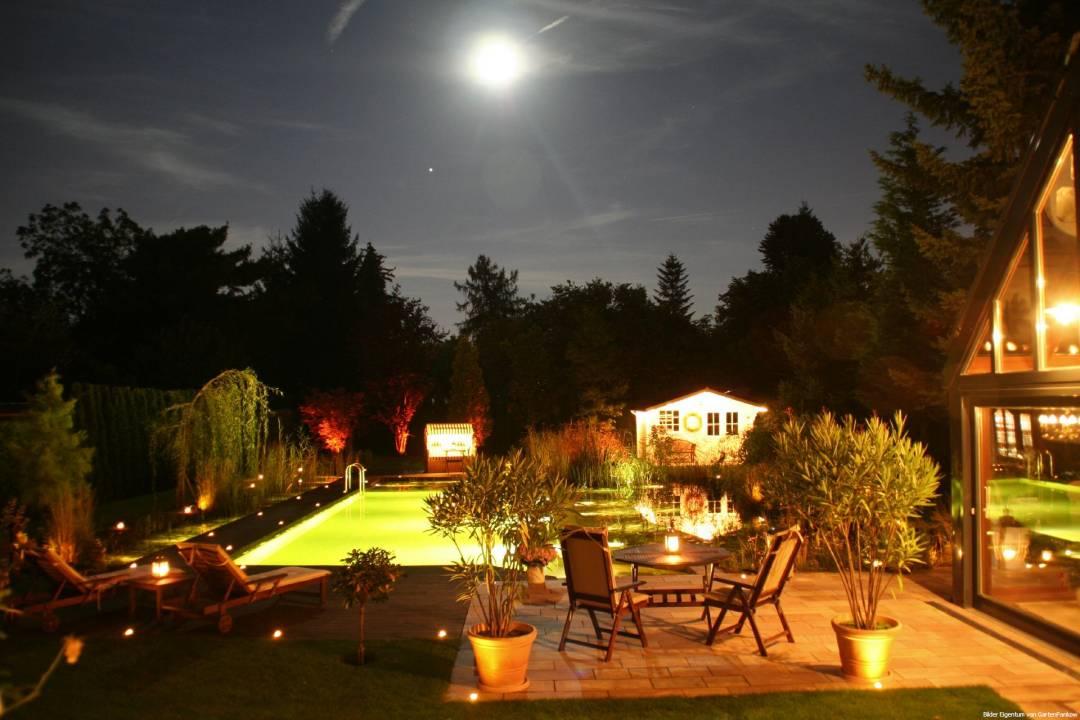 Garten-Urlaubsgefuehl-urlaubsfeeling-selfio-DIY-schwimmteich-bei-nacht