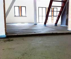 Verlegter Estrich auf Selfio Fußbodenheizung Tackersystem