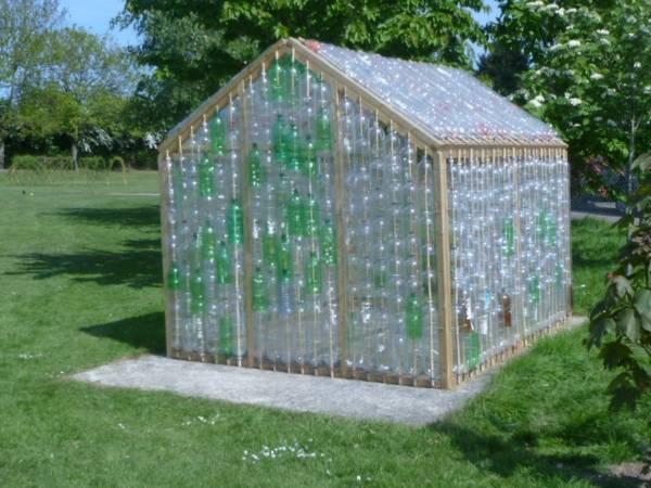 Mini-Gewaechshaus-selber-bauen-Plastikflaschen-fest-und-stabil-Selfio