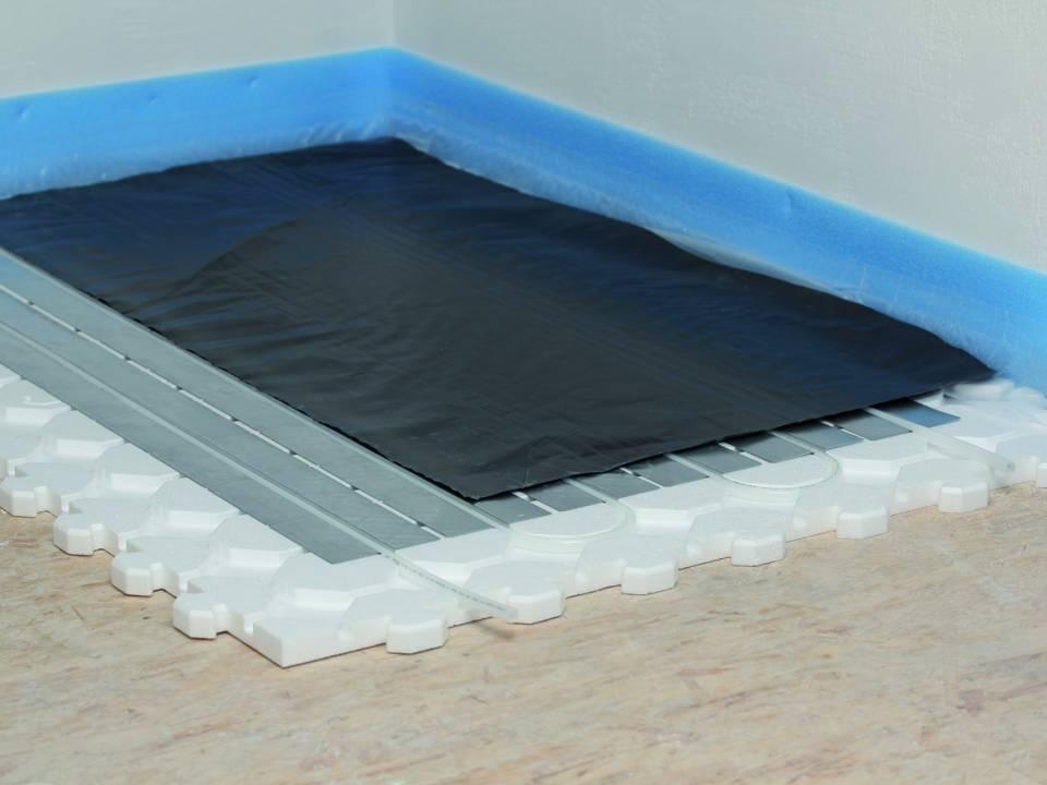 Fussbodenheizung-Trockenestrich-System-Systemplatte-mit-Rohr-und-PE-Folie-Selfio